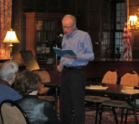Edwin Romond reads at Wincester Gardens, Maplewood, NJ (Photo by Ira Gash)